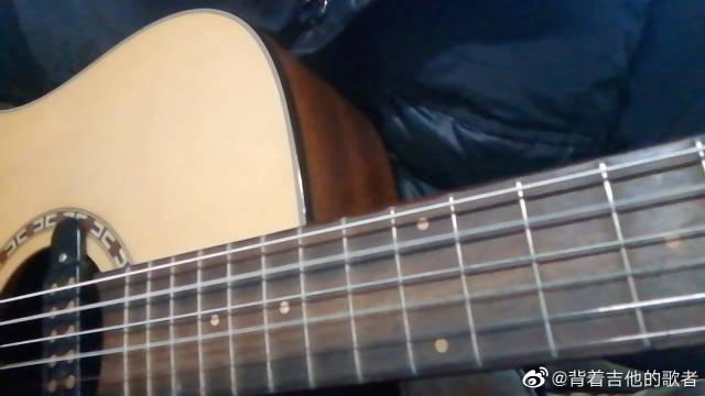 那女孩对我说,吉他弹唱cover黄义达,好棒的一首弹唱。