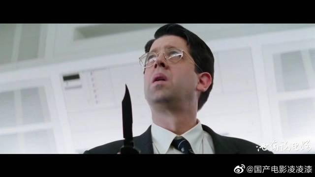《碟中谍1》:阿汤哥为自证清白密会军火商,并潜入中情局偷名单