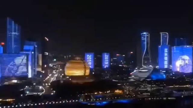 杭州滨江全线为嘉楠耘智上市而庆祝,大大方方的打出比特币