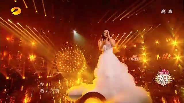 Tia这身蓬蓬白纱裙太好看了!!歌手的服饰妆容果然不是一般的好哇