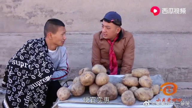 小伙卖土豆,没想用乘法口诀套路顾客,真是逮了便宜还卖乖。