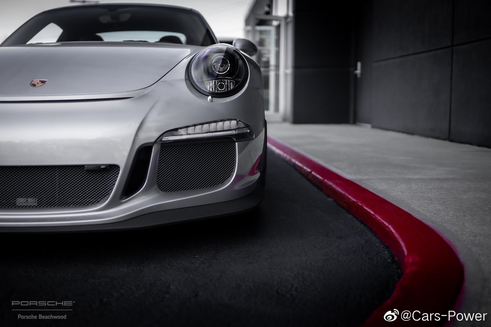 银色赛道凶残保时捷911 GT3