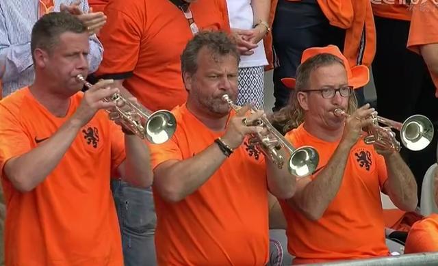 女足世界杯出现重大改判!VAR为荷兰找回公平,上万球迷瞬间狂喜