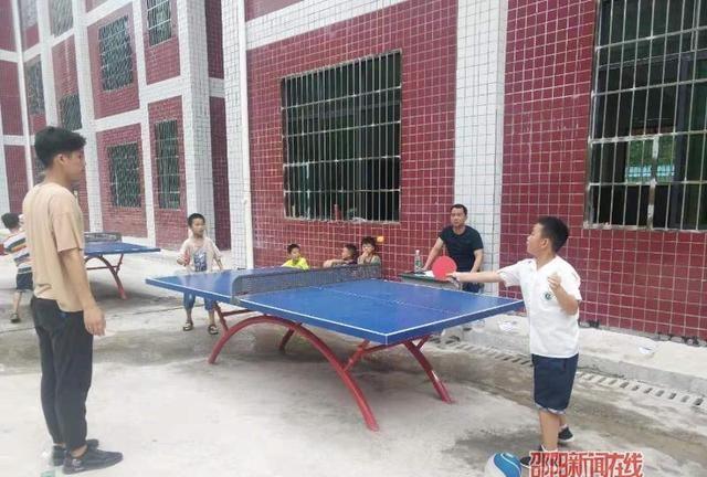 隆回县梨子园实验学校举行乒乓球比赛