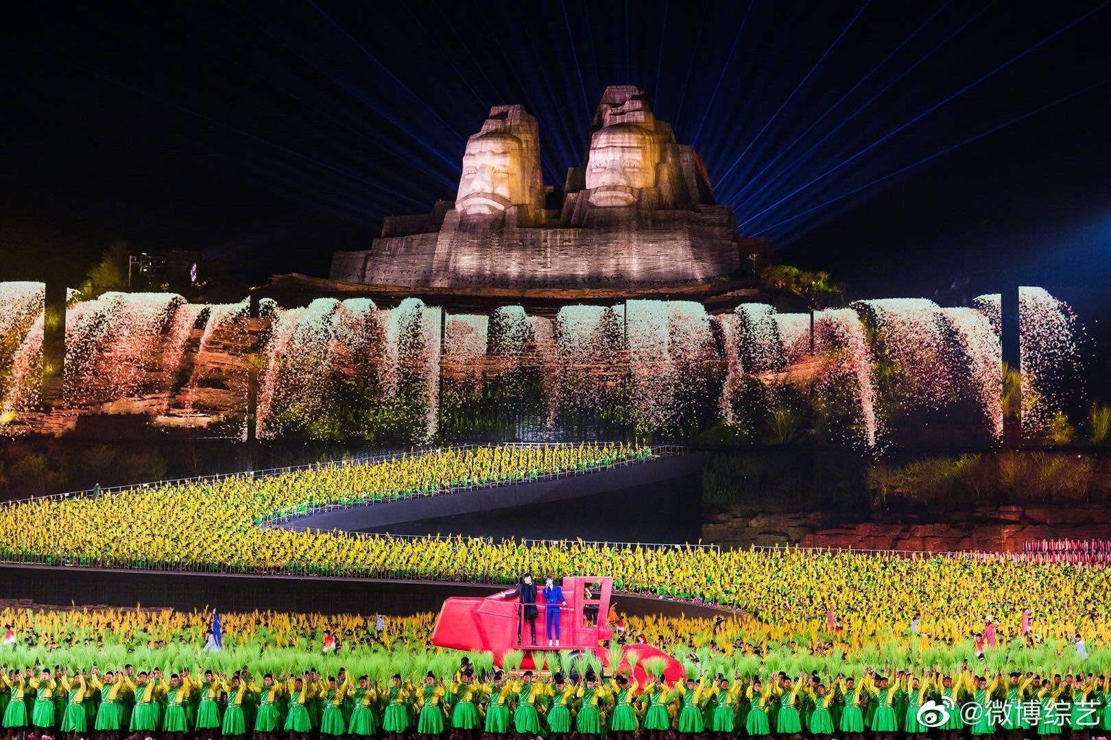 李宇春、孙楠在黄河之滨郑州演唱专为本届春晚创作的脱贫攻坚主题歌曲