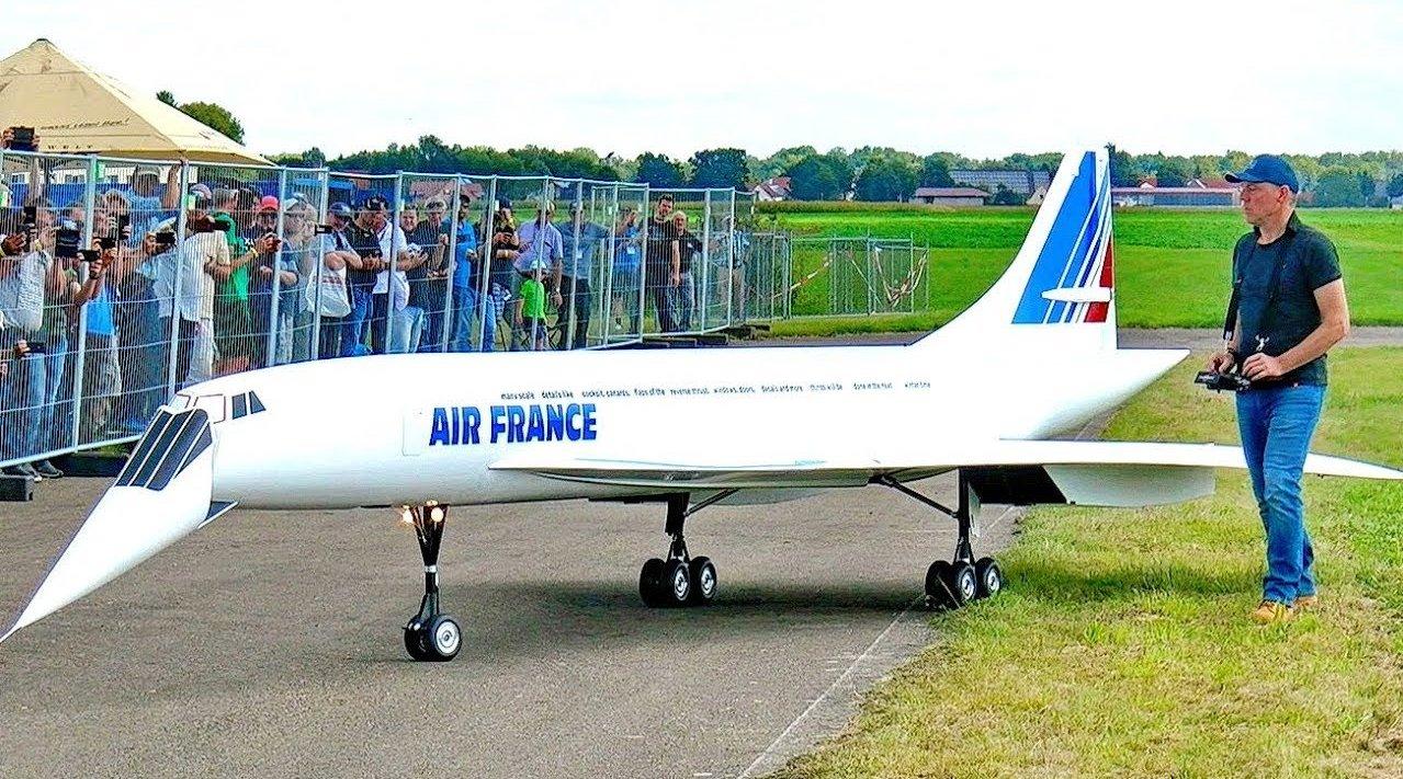 玩RC的都是有钱人,比如这种飞1比6协和的。据说这架是世界上最大的