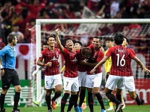 太丢脸!中国男足追不上日本男足,又快被低配版的日本队超越了