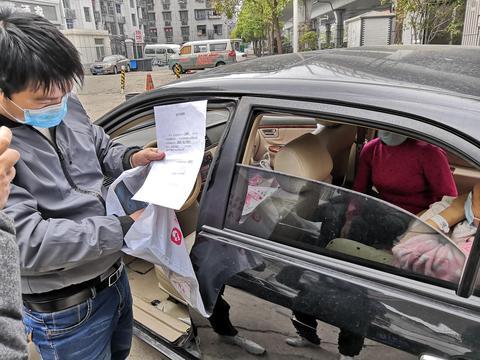 黄冈孕妇赴汉产子后车中过夜,辖区民警帮忙协调住宿