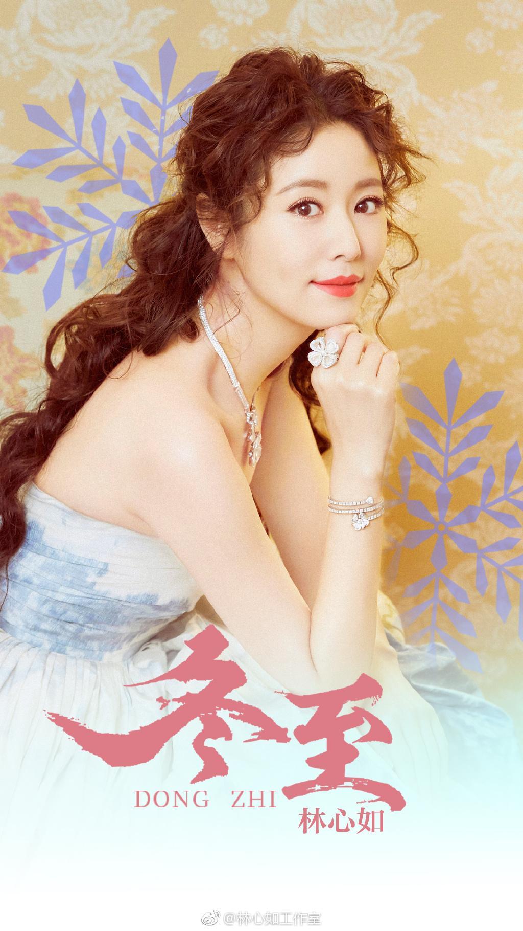 43岁林心如换新发型,公主卷发造型搭配连衣裙,优雅大气又减龄图片