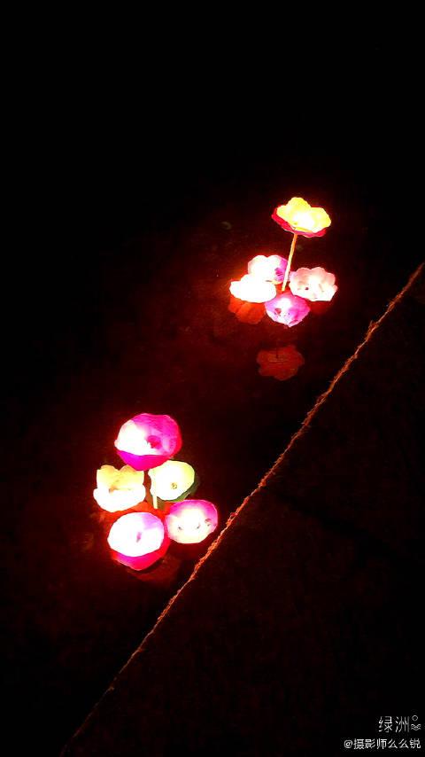 凤凰古城.放河灯.许下美好的新年愿望. 凤凰古城.放河灯