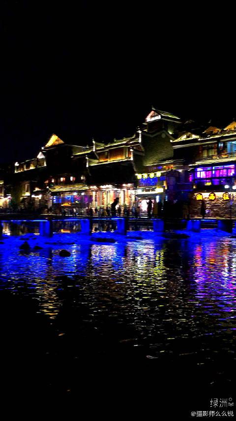 沱江跳岩是凤凰古城人气最旺的景点
