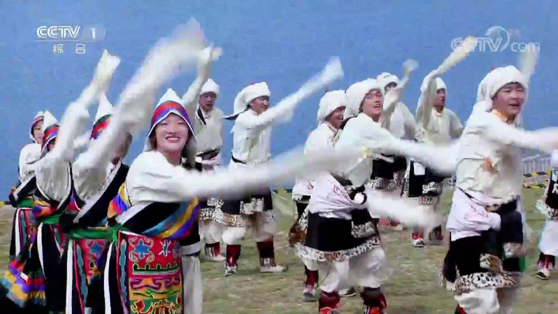 站在新时代的美丽高原上,一起欣赏热情的藏族舞蹈《幸福那曲》。