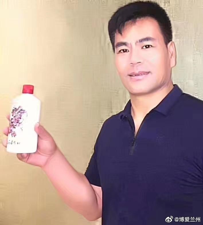 好酒酿自赤水河,茅台镇里有名堂,2013获国际奖,口碑盛誉四海扬