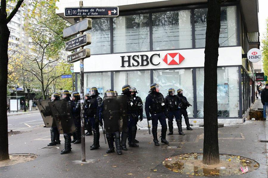 黄马甲一周年冲突不断,巴黎警局、法国总统府齐发声