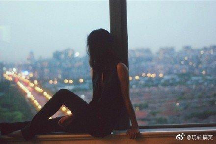 有时像患了忧郁症一样,会突然心情不好。偶尔像患了自闭症似的