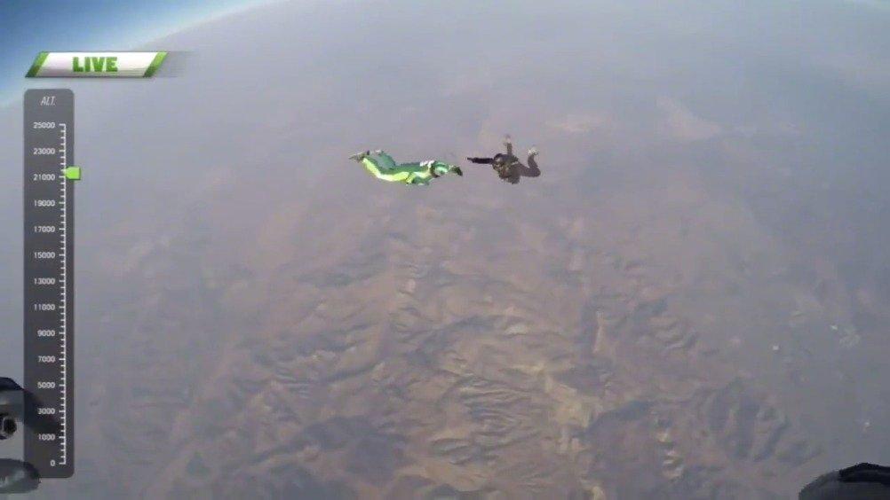 外国跳伞运动员卢克·艾金斯不带降落伞从7620米高空跳下并成功着陆