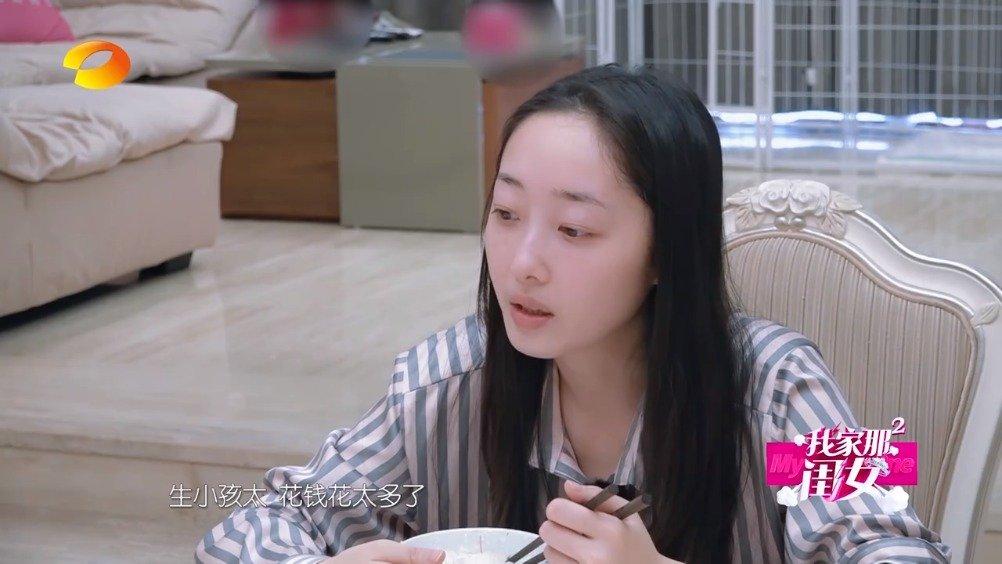 蒋梦婕和爸爸聊起婚恋观,对此蒋爸的观点是:不催婚,不催生