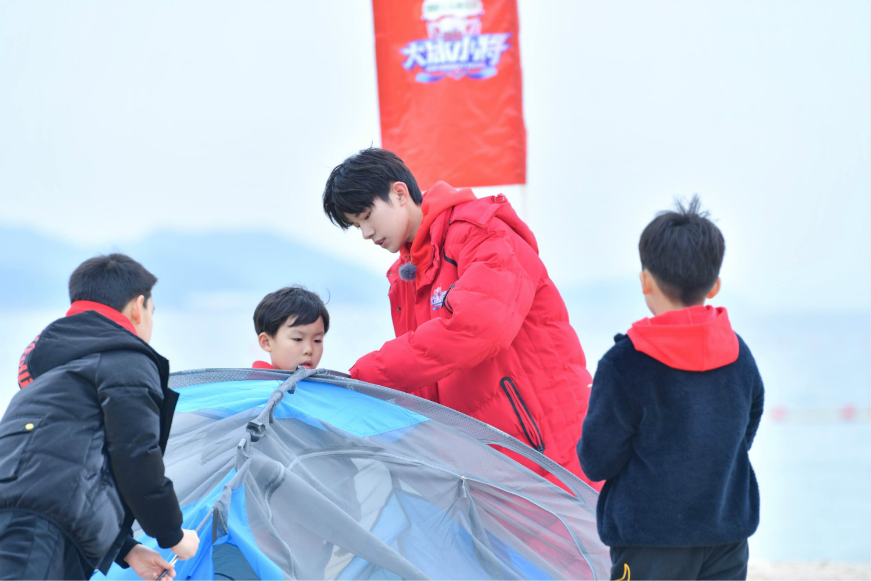 《大冰小将》深圳迎战  易烊千玺组织趣味团建