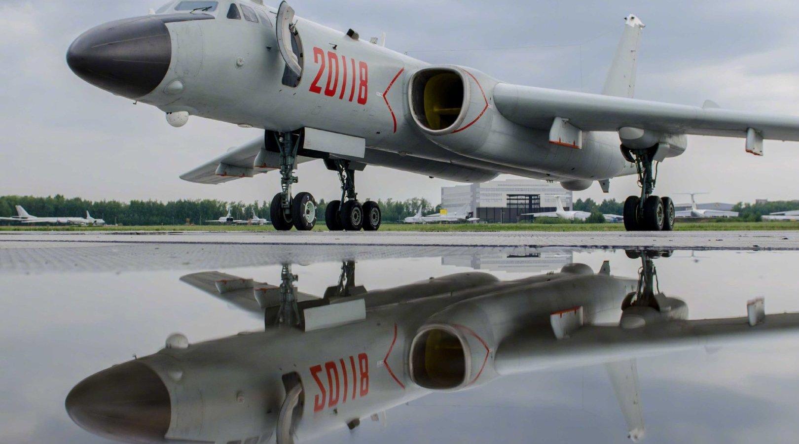 轰6N变身战略轰炸机,空中受油管近距离照片曝光