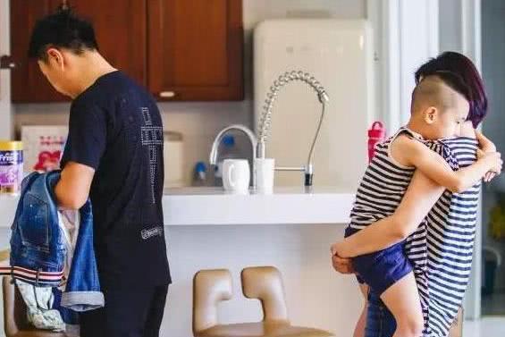 林永健晒出自己的住宅,让儿子手工做小灯笼,对儿童教育非常重视