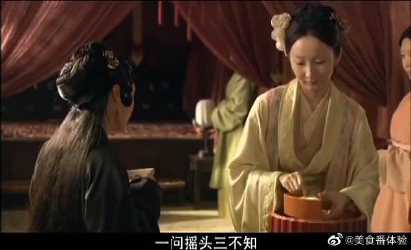这可不是一般的丫鬟,竟能和凤姐同桌吃饭,比小姐都风光!