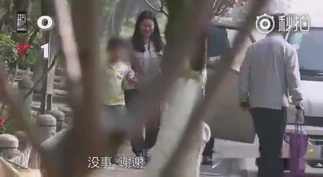 视频:开着五菱之光和保时捷911去借手机 中国人会把手机借给谁