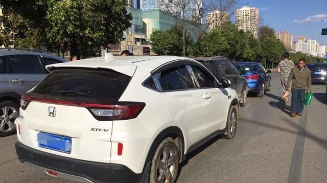 长城M4被本田XR-V追尾,一对比,网友:同样是SUV,差距有点大