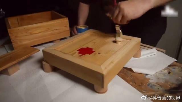牛人用木头打造一个急救箱,制作过程真是让人上瘾