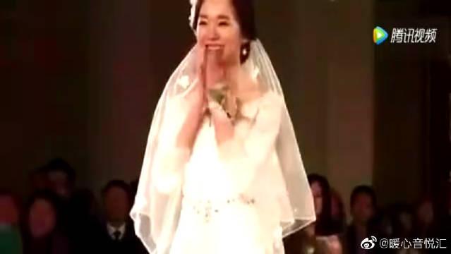 婚礼现场新郎翻唱《大王叫我来巡山》,乐坏了新娘