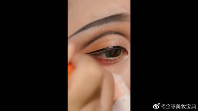 你没见过的美妆大佬画眼线,一笔成型,毫不犹豫啊