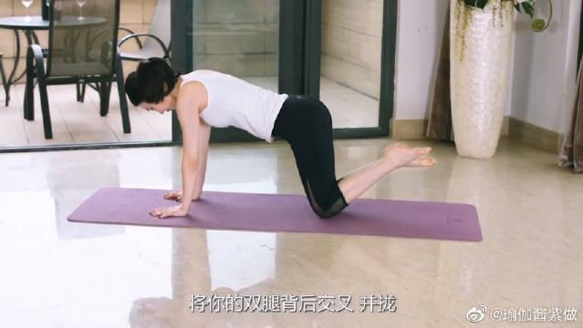 瑜伽可以在家做,只要动作做的好,在家也能练出好身材!