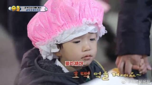 姜Gray儿子小好对自己第一次烫发发型很满意,直言成为小王子了