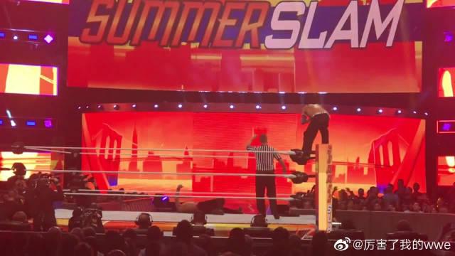 夏日狂潮大赛,WWE现场中邑真辅战杰夫哈迪兰迪奥顿挑衅全美冠军!