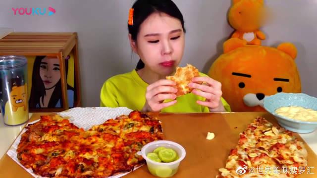 大胃王吃播,2个不同口味的披萨,奶酪酱,看着真诱人