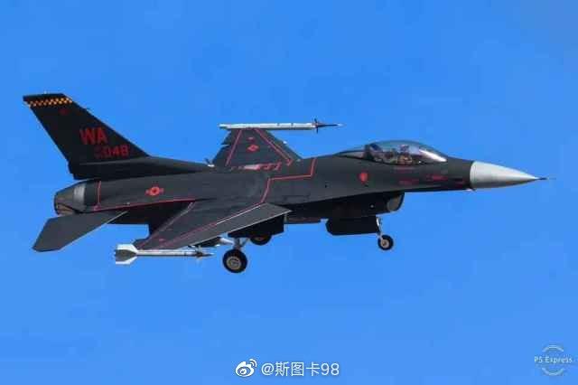 """美国第64假想敌中队""""幽灵""""涂装的F-16假想敌战斗机开始参加空战训练"""