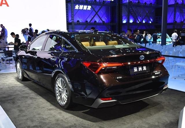 亚洲龙作为后来者,凭什么能够取代皇冠,成为丰田旗舰车型?