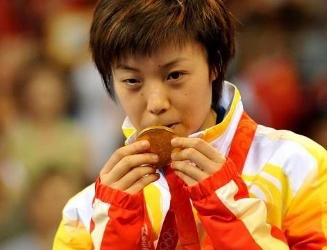 前中国女乒冠军,嫁到日本后改名小山智丽,大喊呦西击败邓亚萍