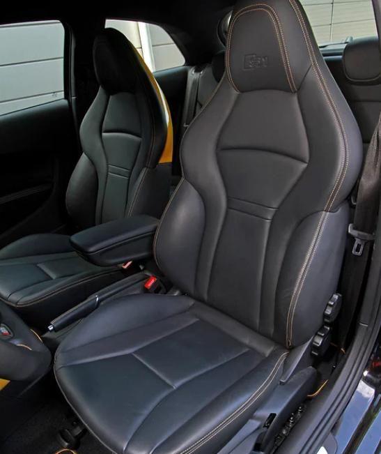 奥迪S1:车身设计很优雅,给人动感十足的感觉