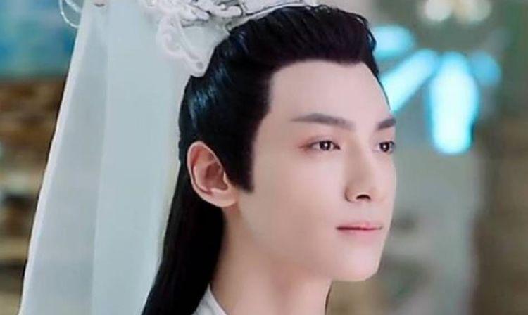 """5位""""古装美男"""",于朦胧仙气,罗云熙儒雅,却不及白衣造型的他"""