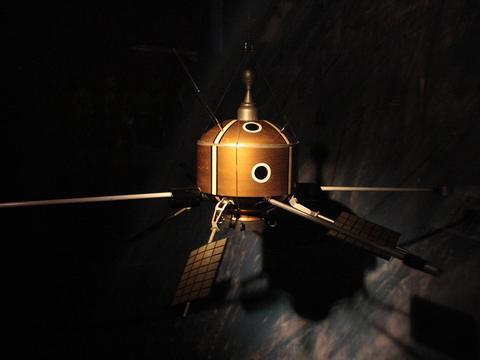 人类发射到太空的第一架望远镜是什么?