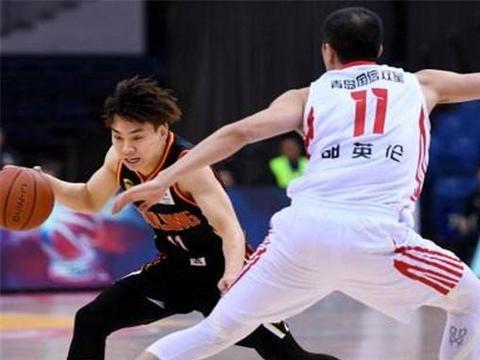 在冯欣离开的第十七场比赛里,同曦男篮赢了,对方还是首钢