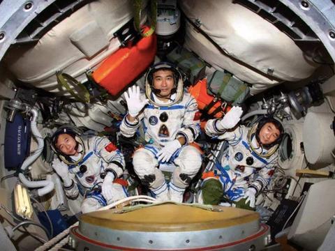 航天员工作很危险,那他们的薪资高吗?到底有多少?