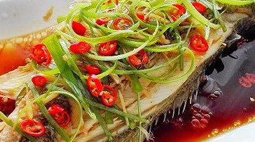 清蒸鲈鱼好吃的家常做法,鲈鱼清香浓厚,香喷入味,喜欢收藏起来