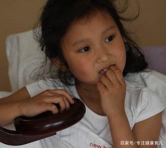"""孩子咬指甲""""上瘾""""?医生直言:家长了解清楚这个原因,才能解决"""