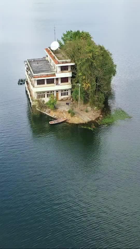 贵州一湖中的房子,住在这样的地方可以当岛主,出一亿都不卖!