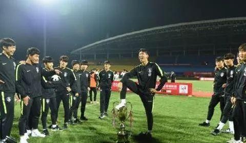 继踩踏熊猫杯后,韩国足坛又1品德问题事件,连自家球星也不放过