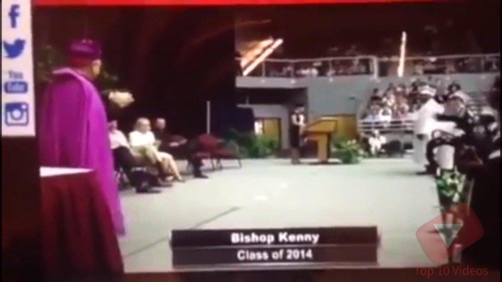 你在毕业典礼上摔过吗