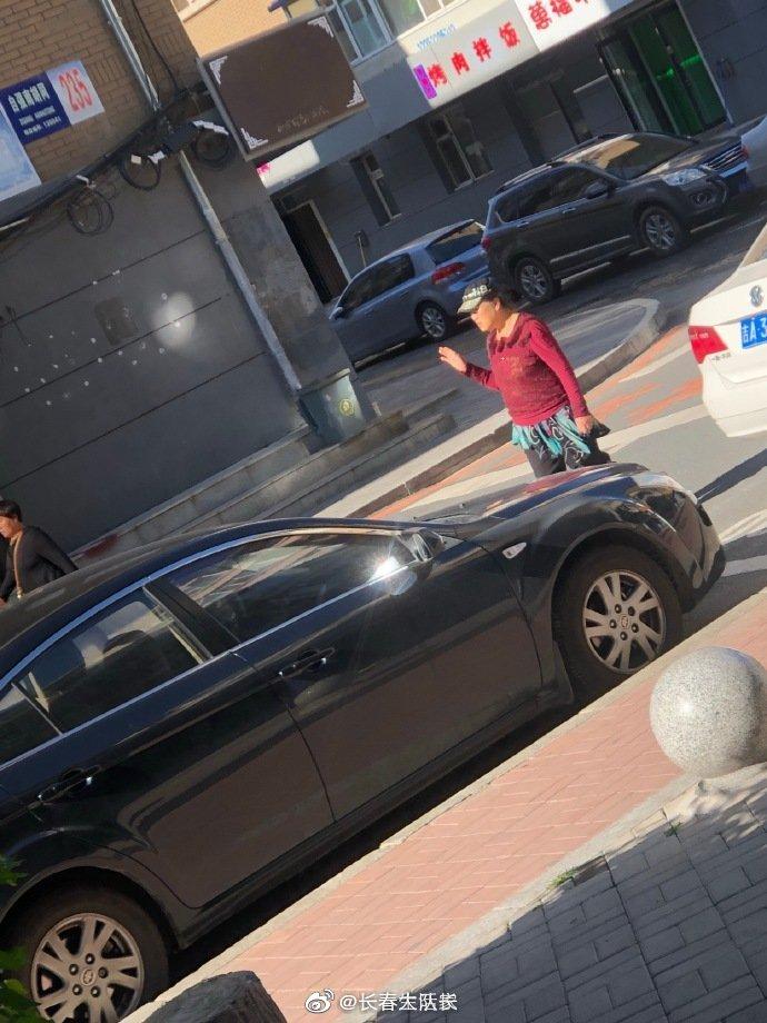 网友爆料:吉大二院附近,各种整不了这些拿着公家地方赚钱的人
