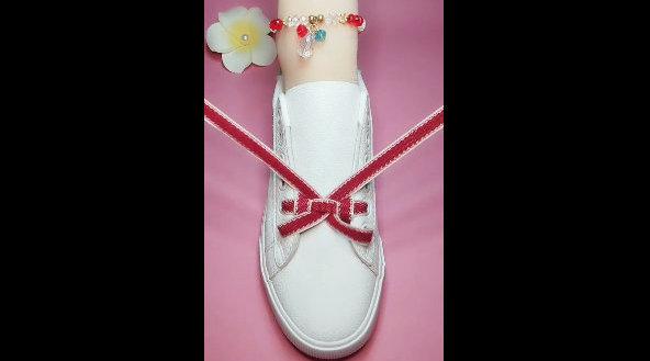 一种超好看的蝴蝶结鞋带系法,美美哒,马住!!!更多精彩内容