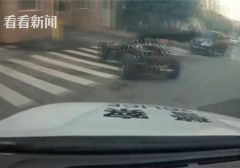 山寨F1嚣张上路 民警追逐后拦下一查还真有事